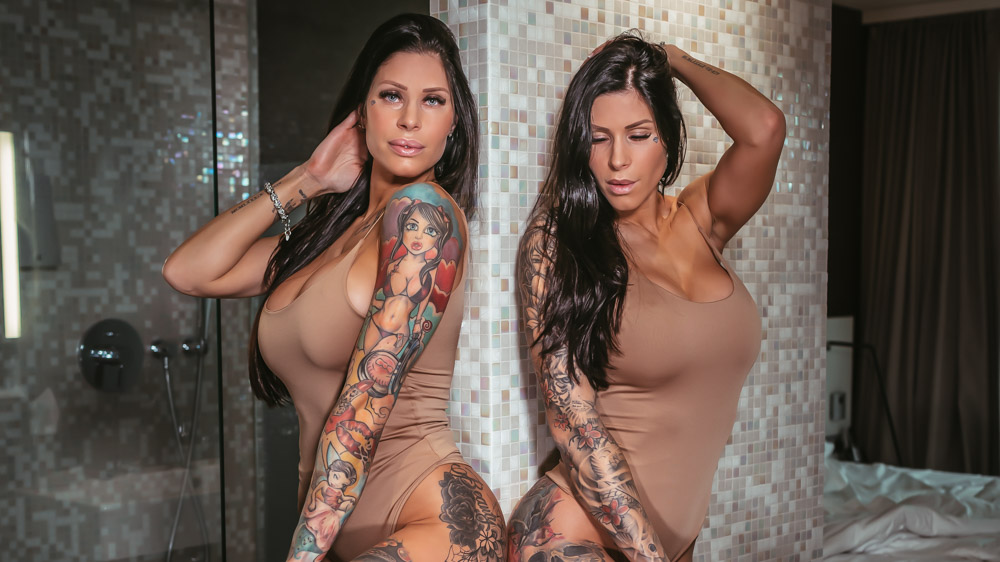 INKED boudoir models Twiincess in brown body in bathroom